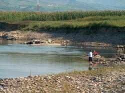 Constructia microhidrocentralei pe raul Budusel, blocata de ecologisti cu o plangere prealabila