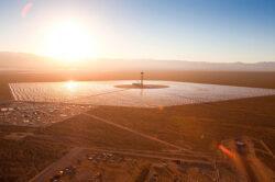Dupa trei ani de constructie, cea mai mare centrala solar-termica din lume este acum operationala