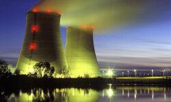 Protest Greenpeace: Zeci de activisti au patruns intr-o centrala nucleara