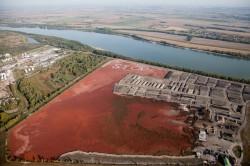 Rezervorul de noroi rosu de la Almasfüzitö, in nord-vestul Ungariei, este o amenintare grava la adresa mediului