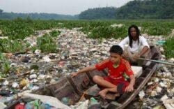 Imagini cu unul dintre cele mai toxice rauri din lume. Paradisul poluat din care oamenii beau in continuare apa