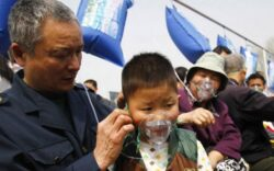 Locuitorii din China, cea mai poluata tara din lume, se oxigeneaza cu aer de munte sigilat in pungi