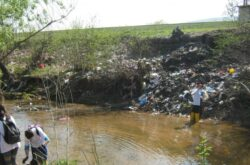 Somesul, sufocat de gunoaie. Voluntarii au strans 150 de saci cu deseuri