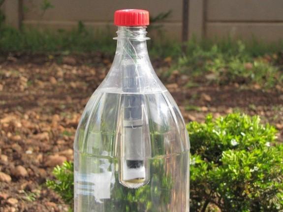 Lightie: lampa autonoma pe energie solara intr-o sticla