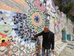 Un artist sirian a intrat in Guinness Book cu cel mai mare colaj din obiecte reciclate