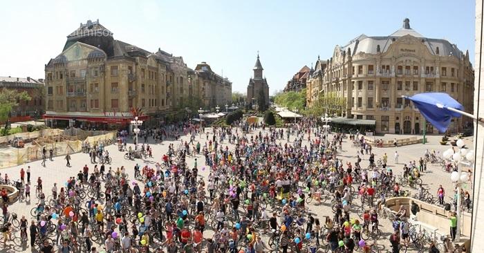 """A patra tura ciclist? b?n??ean? """"Verde pentru Biciclete"""" din 2014Biciclete deschide sezonul de pedalat la Timisoara"""