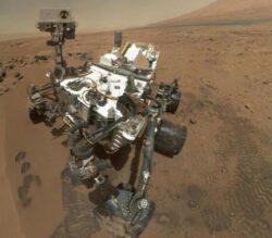 Curiosity a transportat 65 de specii de bacterii spre Marte