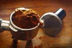 10 modalitati de a reutiliza zatul de cafea. Recomandari eco