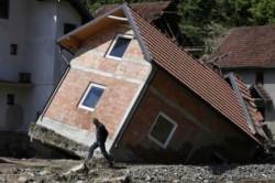 Dezastrul inundatiilor din Balcani: case iesite din temelii!