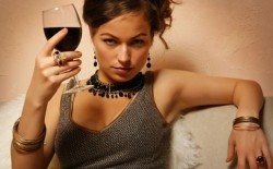 Vinul rosu ajuta la combaterea cariilor