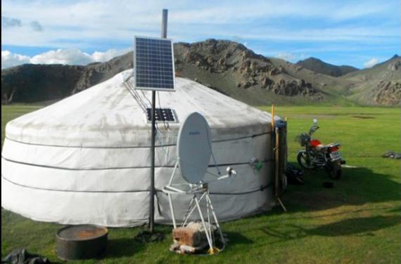 Panourile solare portabile ajut? nomazii din Mongolia s?-si men?in? stilul lor de via?? tradi?ional.