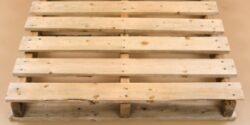 Paletii din lemn: intre reciclare si arta