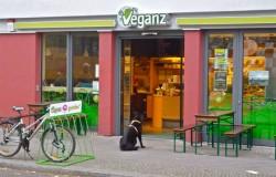 Jan Bredack, un neamt de 42 de ani, a dezvoltat in Europa de Vest primul lant de supermarketuri vegan din lume