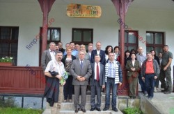 """Prefectul si sefii de institutii, vizita de lucru in Parcul National Muntii Rodnei, """"un bulgare de aur"""""""