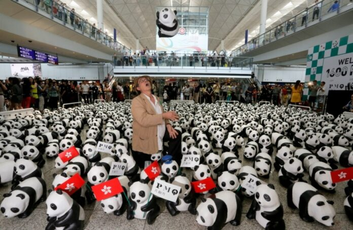 Peste 1600 de ursi Panda, pe aeroportul din Hong Kong: