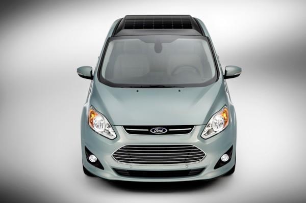 Ford C-MAX Solar Energi foloseste panouri solare atasate pe capota