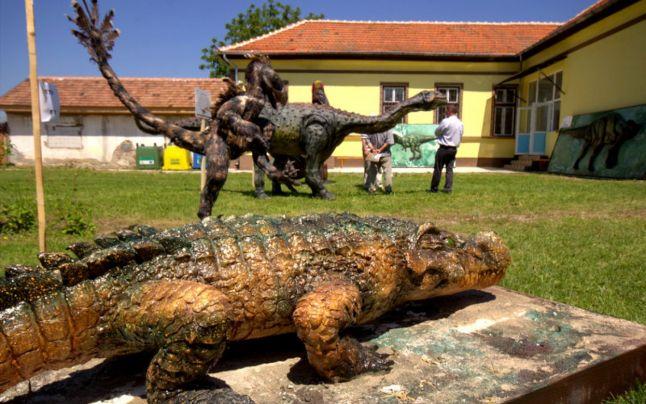 Un muzeu al dinozaurilor în aer liber a fost inaugurat în ?ara Ha?egului