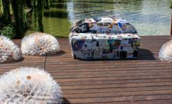 Obiecte de arta din deseuri reciclate, expuse la Cluj-Napoca