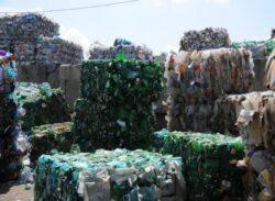 Un supermarket din Marea Britanie este primul din lume care functioneaza cu electricitate realizata din gunoi