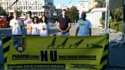 Grevistul foamei din Piata Universitatii, in protest si la Ploiesti/ Strangere de semnaturi impotriva fracturarii hidraulice