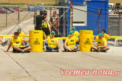 Greenpeace a blocat sonda Chevron din Pungesti!