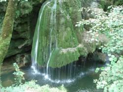 In rezervatia naturala Izvorul Bigar, din Parcul National Cheile Nerei – Beusnita, se practica un turism necontrolat