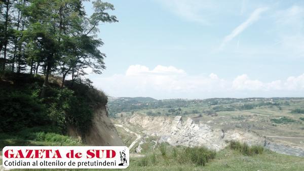 Noi alunecări de teren la Roşia de Amaradia