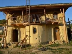 Casa ecologica din Sangeorz-Bai gazduieste o inedita proiectie de film