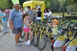 De ce interzice Romania copiilor sa circule cu bicicleta? Acuzatii in Ziua Universala a Drepturilor Copilului