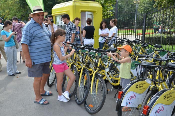 De ce interzice România copiilor s? circule cu bicicleta? Acuza?ii în Ziua Universala a Drepturilor Copilului