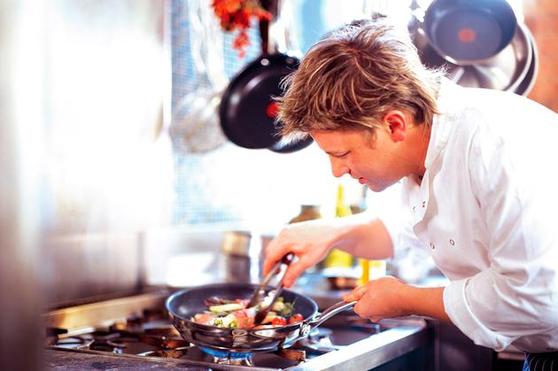 "Jamie Oliver: ""Nu-i l?sa?i pe americani s? ne pun? hormoni ?i pesticide în farfurie"""