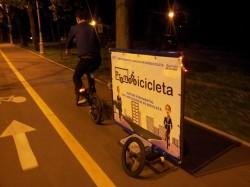 Afacere din pedalat: ce face un tanar cu o bicicleta cu remorca