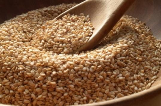 Una dintre cele mai vechi plante cultivate de om (3500 de ani), susanul, contine mai mult calciu decat laptele