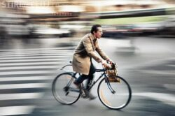 Cei care merg la serviciu cu bicicleta sunt mai fericiti