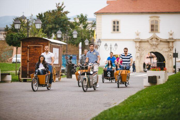 S?pt?mâna Mobilit??ii Europene, s?rb?torit? de tineri din Alba Iulia pe cargo-biciclete. Au pedalat pe str?zile celeilalte capitale