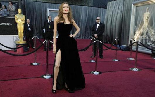 Angelina Jolie va regiza un film pe tema luptei contra traficului de fildes