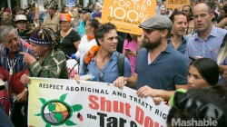 Ecologistii devin violenti. Politia a arestat 100 din ei pentru ca au blocat strazi la New York