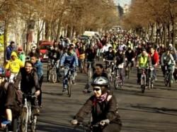 Marsul biciclistilor militeaza pentru respect in trafic