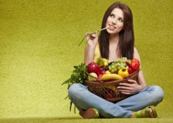 Consumul mare de fructe si legume ii face pe oameni mai fericiti