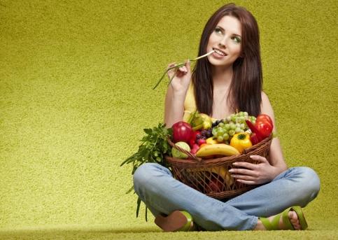 Consumul mare de fructe ?i legume îi face pe oameni mai ferici?i