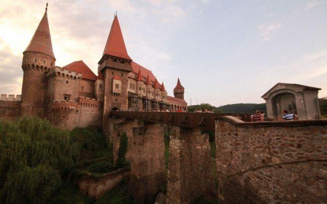 Castelul Corvinilor scap? de dezastrul ecologic care l-a înconjurat. Cum se vede viitorul zonei industriale din Hunedoara