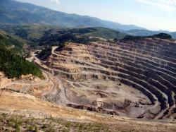 Autoritatile romane isi dovedesc incapacitatea de a sanctiona operatorul minier Deva Gold SA