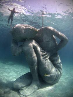 Cum arata cea mai mare sculptura subacvatica din lume