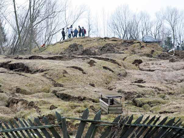 Prahova: Alunec?ri de teren în mai multe zone din jude?, din cauza ploilor din ultimele zile