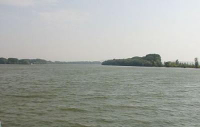 Deşi eroziunea malurilor Dunării la Ciocăneşti este gravă, Guvernul acţionează doar prin planuri şi studii