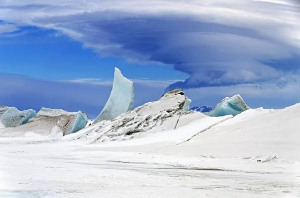 Antarctica pierde ghea?? cât greutatea Everestului la fiecare doi ani
