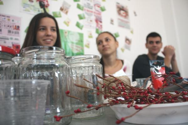 Creativi ?i originali! 30 de tineri români ?i bulgari înva?? s? pun? pre? pe reciclare