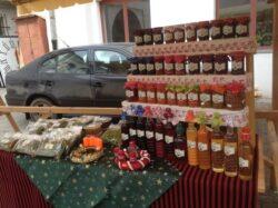 Lectia de antroprenoriat eco din Secuime: cum vinde o producatoare din Gheorgheni plante medicinale si zacusca la Cluj