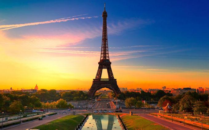 Turnul Eiffel va folosi doar energie din surse regenerabile