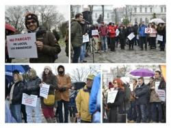 Copaci cu panglici funerare. Protest impotriva desfiintarii parcului Eminescu la Arad